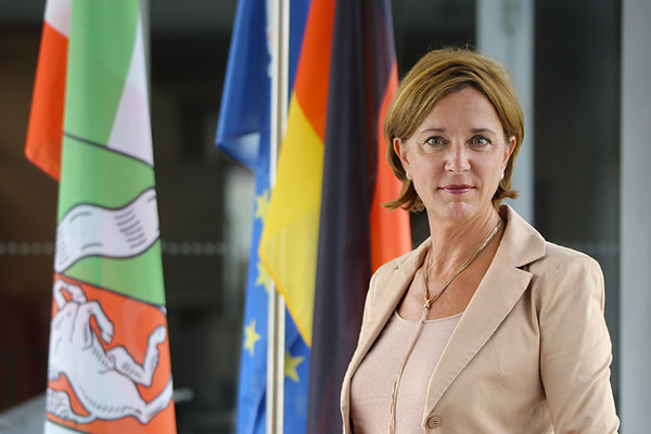 Foto: Schulministerin Yvonne Gebauer.