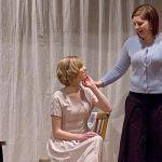 Wendla Bergmann (Linda Content) soll als nun 14-jähriges Mädchen ein anständiges Kleid bekommen. Ihre Mutter (Daniela May) lässt sich überreden, sie darf diesen Sommer noch ihr Kleidchen tragen.