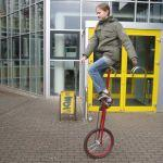 Unsere Einradfahrer sind nicht nur geschickt sondern auch besonders mutig. Vor Höhen schrecken sie nicht zurück.