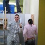 Das Team der Schülerzeitung nutzt die Zeit um unter der Leitung von Alexander Krusch (Foto) ihre Redaktion zu renovieren. Früh morgens wird erst mal alles abgeklebt und abgedeckt während ab Mittag der Pinsel geschwungen wird.
