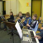 Es hallte durch die ganze Schule, als die Musicalband unter der Leitung von Herrn Grieser ihren ersten Probentag einläutete.