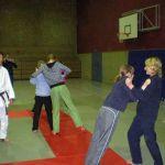 Beim Judoprojekt lernen die Schülerinnen und Schüler Techniken zum Verteidigen.