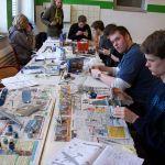"""Malen, kleben, schrauben, zusammensetzen. Im Projekt """"Modellbau"""" können die Schüler ihre Fertigkeiten voll ausleben..."""