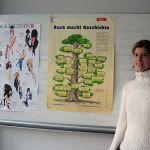 Projektleiterin Frau Mayrhofer ließ die Geschichte des Rock und Pop gemeinsam mit den Schülern neu aufleben.